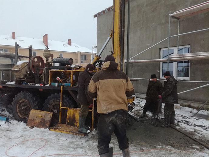 Скважина на 130 метров в п. Новодорожный